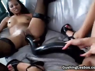 Asian lesbo gets her strapon dildo