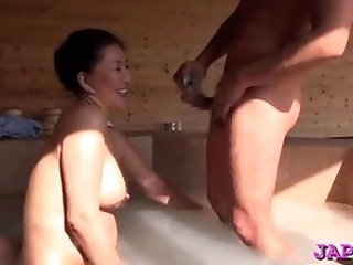 Older cunt gets played with