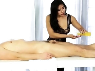 Asian masseuse gets feet jizzed