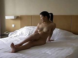 I love how comfortable this asian chick feel with her body. She spreads her legs and poses while the guy takes pictures and makes a home porn of them